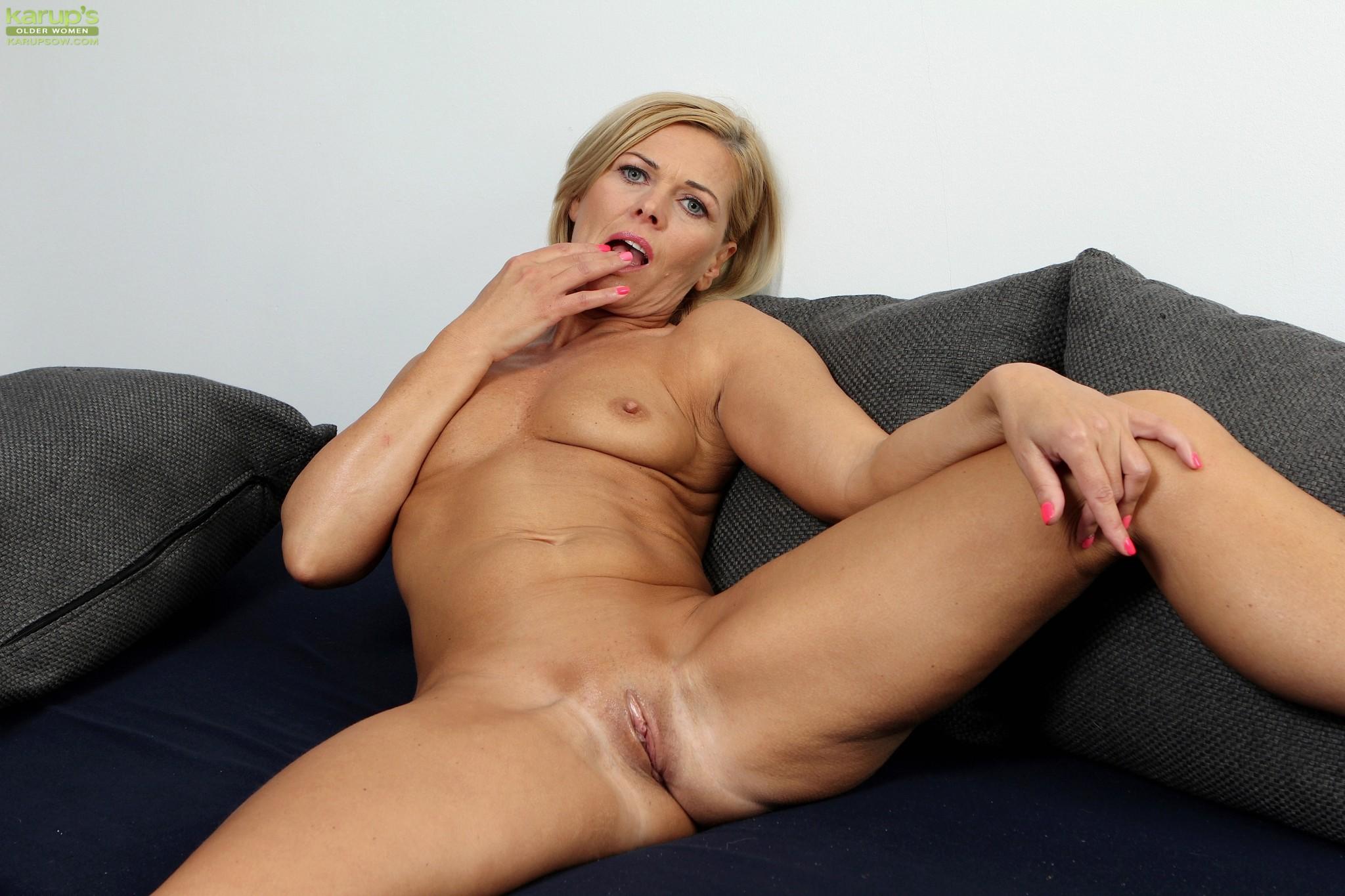 Mature blonde milf masturbation