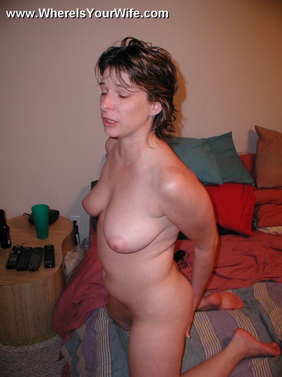 Real amateur wife posing nude