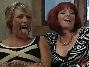 Mature women fingering porn