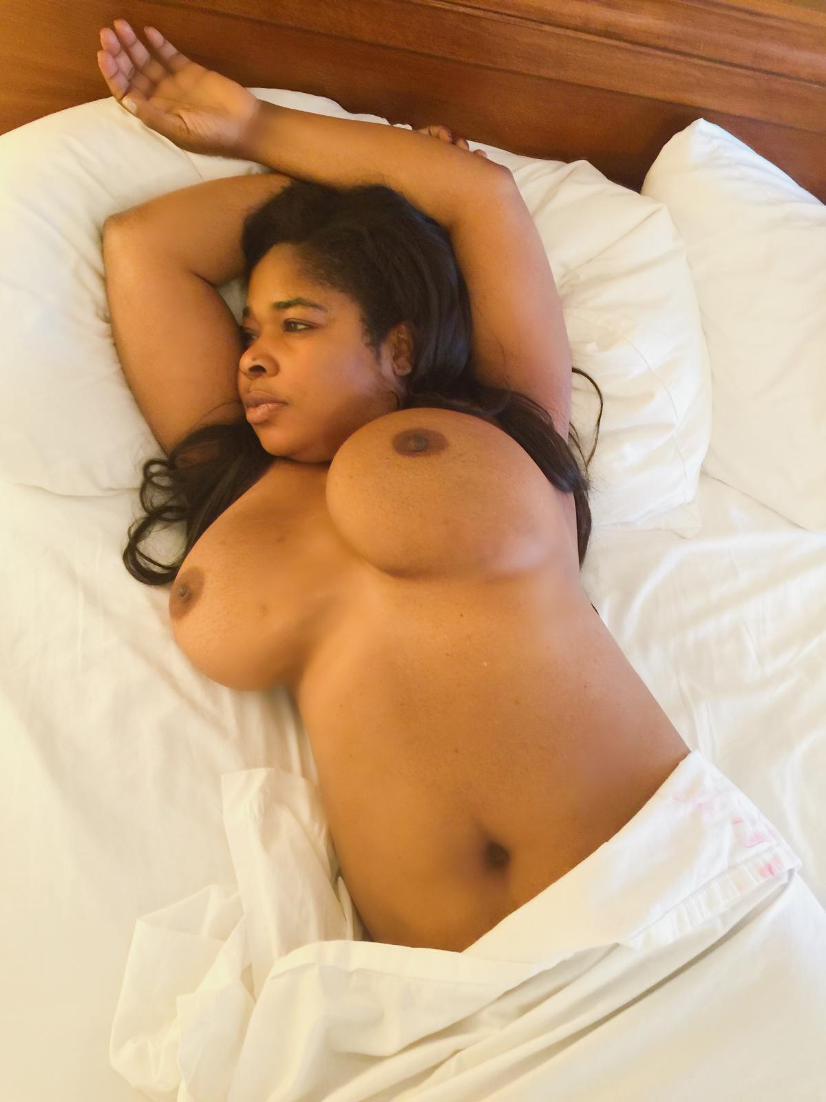 A nigerian lady fully naked