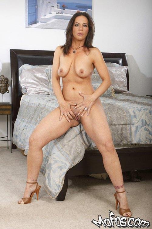 Mature brunette milf porn
