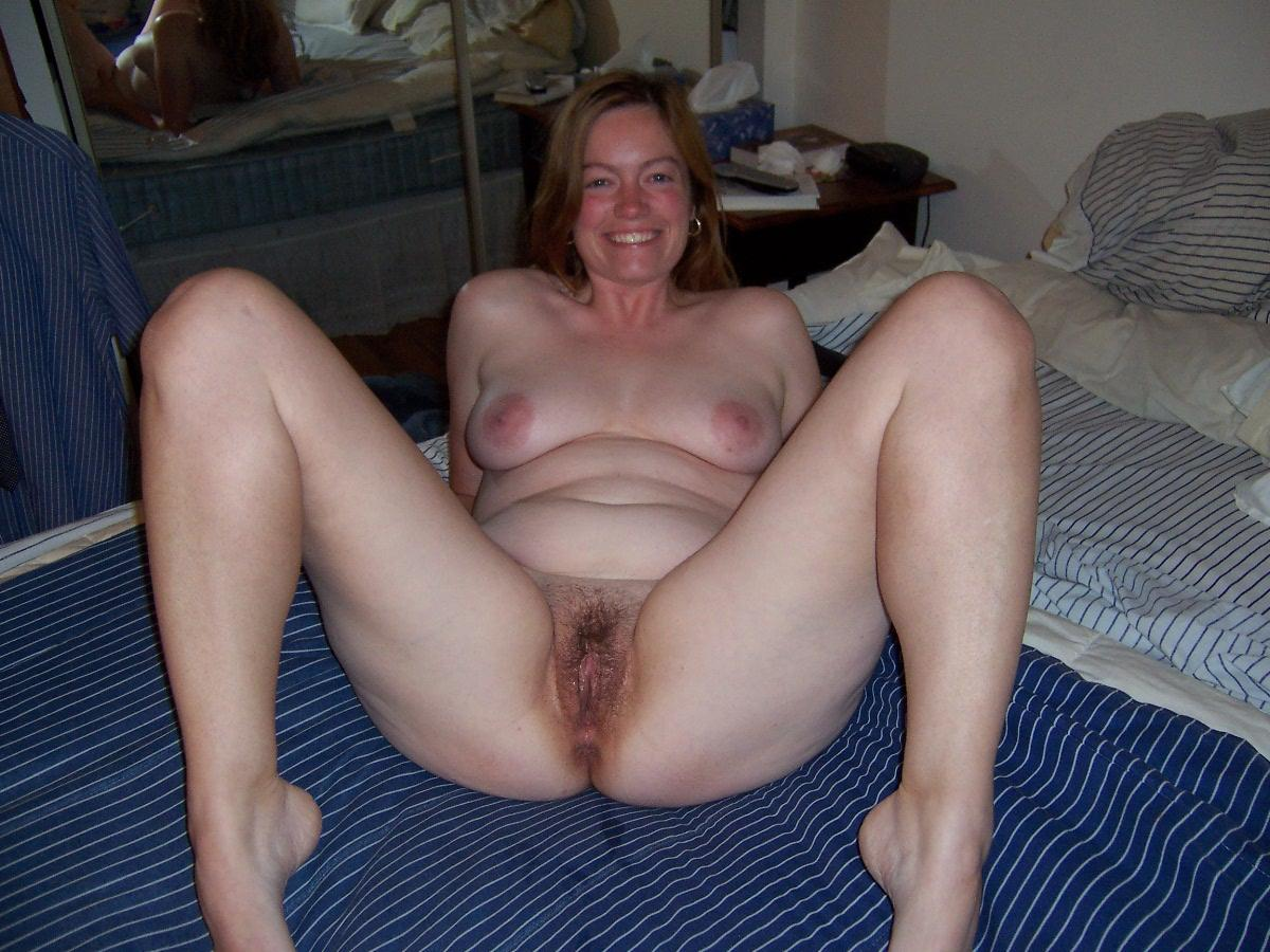 Amateur mom spread eagle
