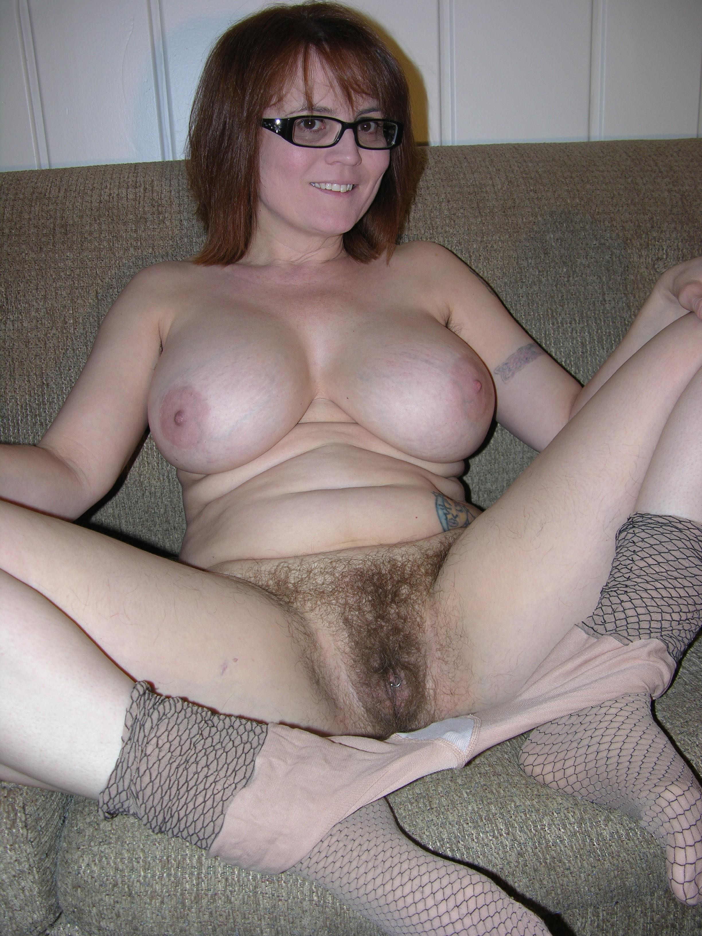 Hairy amateur nude on bed