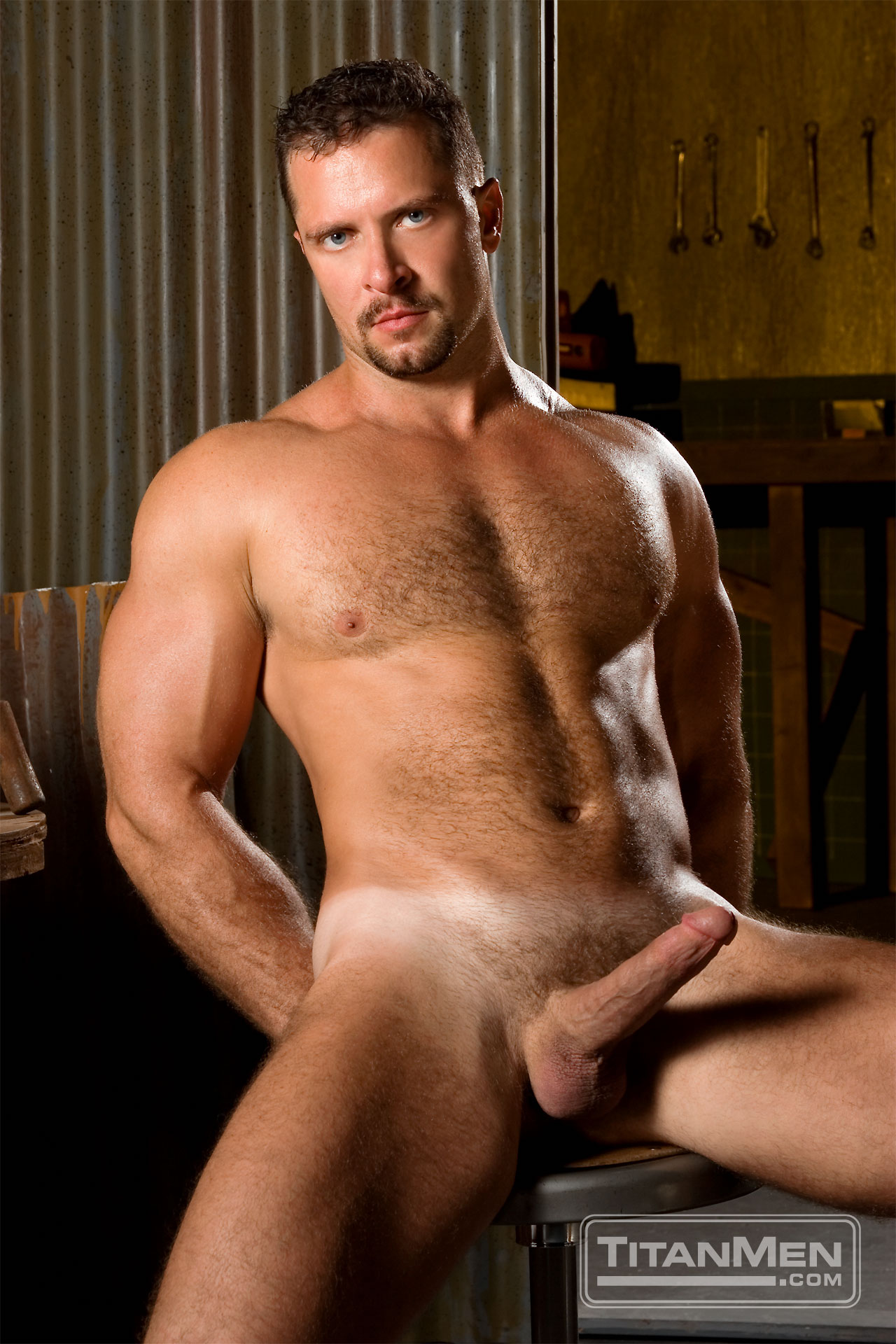 Hairy muscle naked men