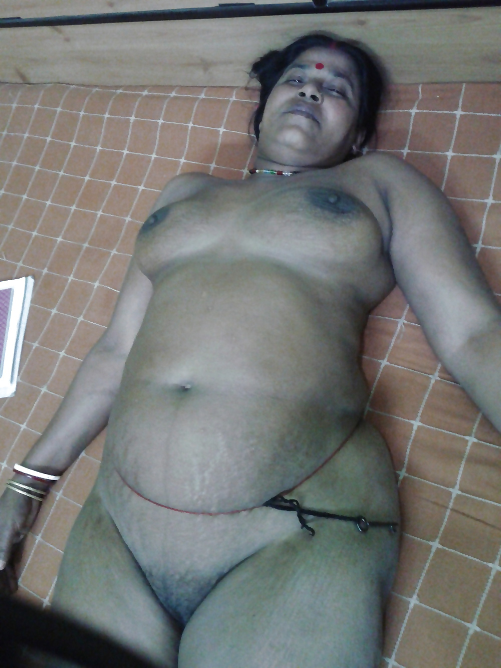 Indian matured aunty nude