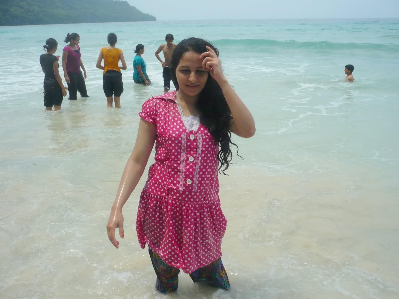 Wet desi aunty water park
