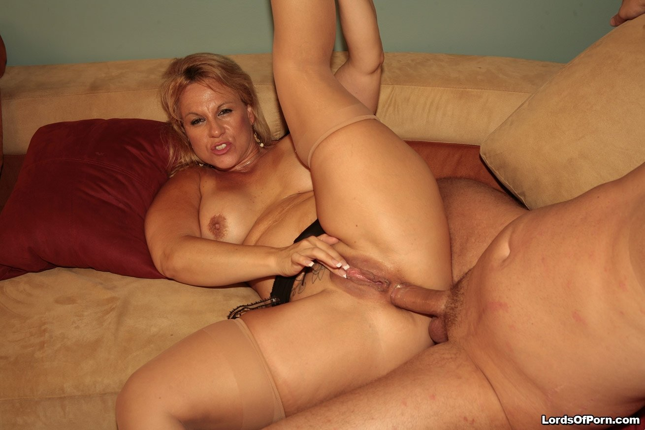 Old mom anal porn