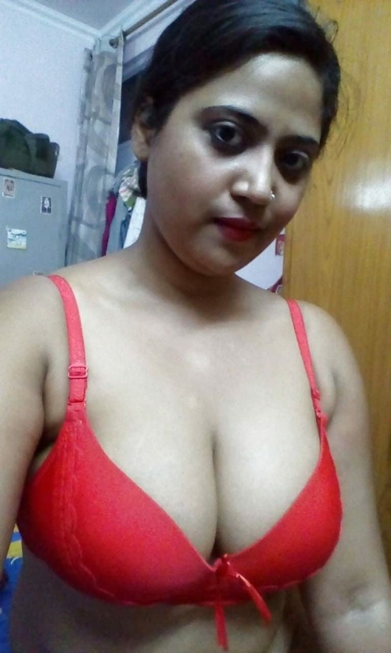 Indian aunty bra selfie