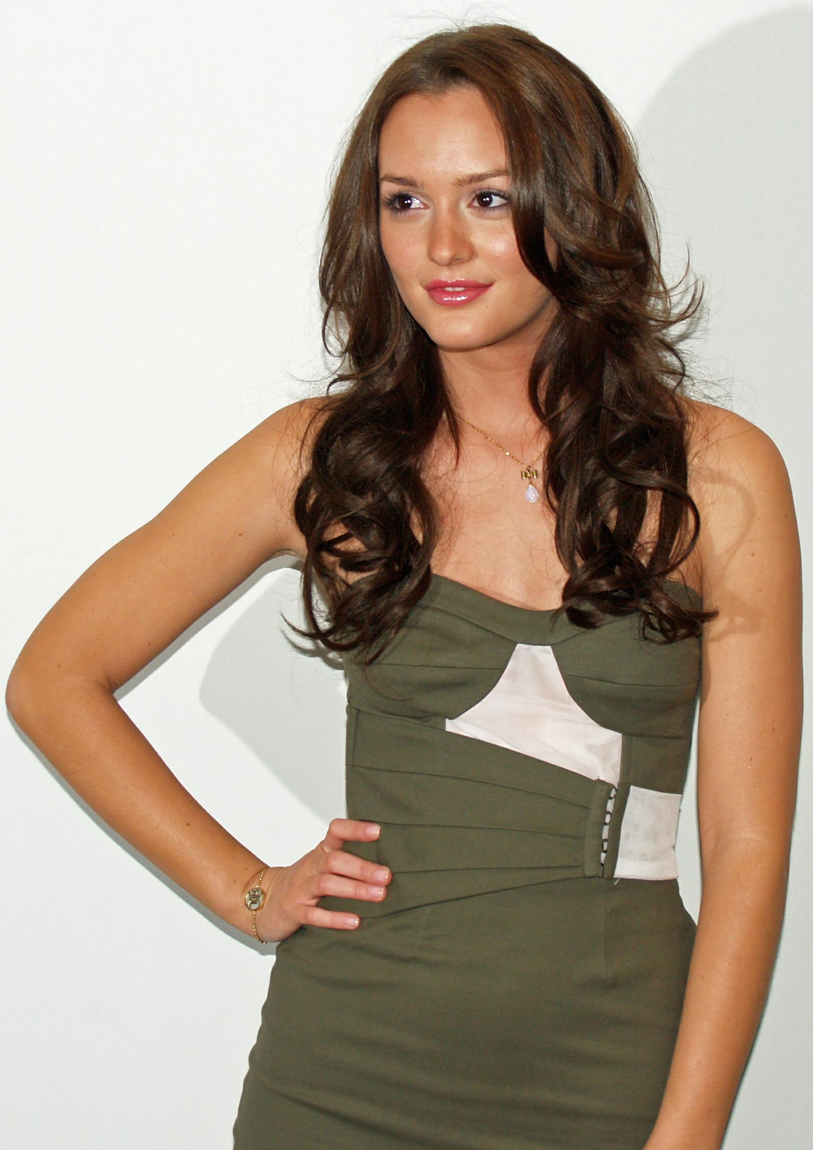 Brunette club seventeen models