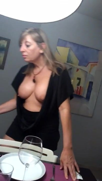 Downblouse cleavage nipple milf picture