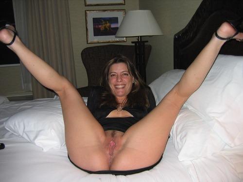 Amateur milf legs spread wide
