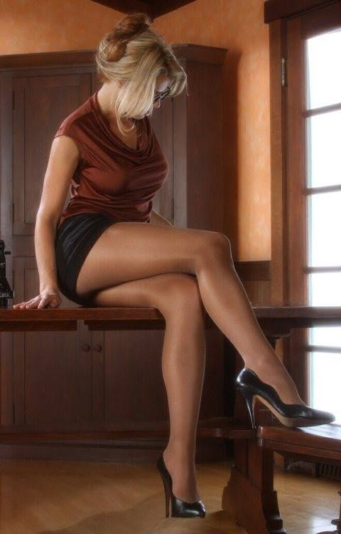 Milf sexy legs short skirts
