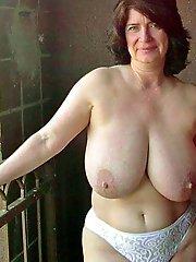 Amateur mature housewife posing nude