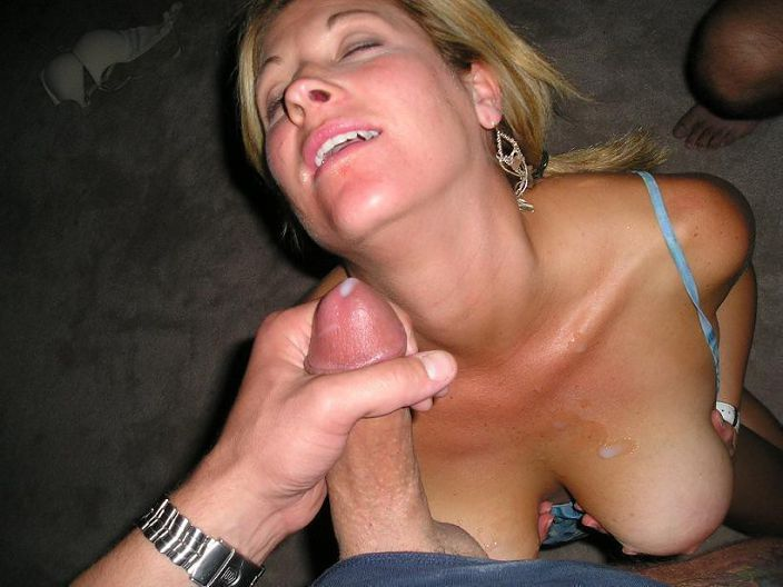 Amateur mom giving head