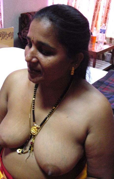 Big nude aunty indian boobs