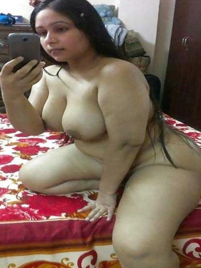 Desi aunty nude selfie pic
