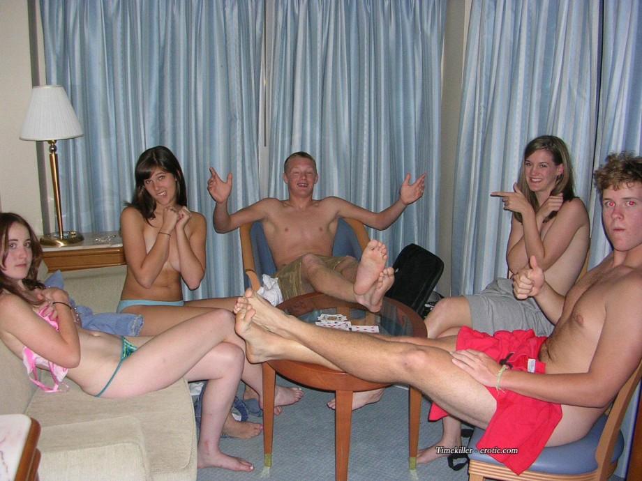 Naked strip poker amateur
