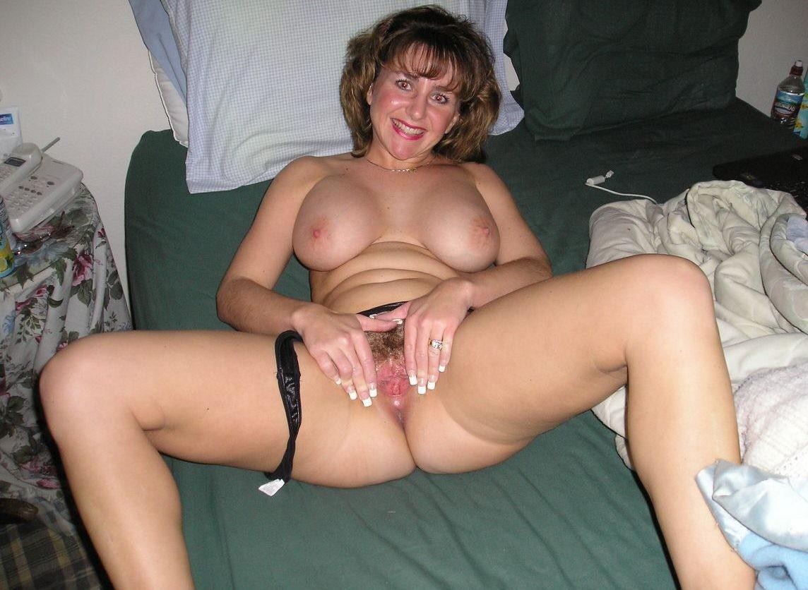 Mature amateur wife pussy spread