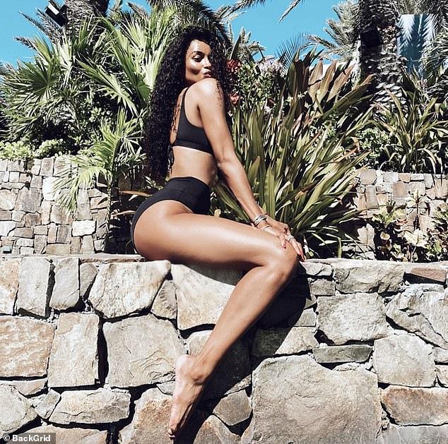 Ciara booty en bikini ou nude