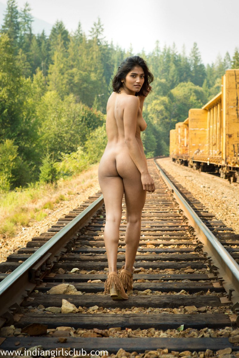 Indian girl outdoor nude photo