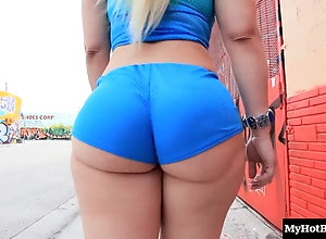Thick ass blonde mom